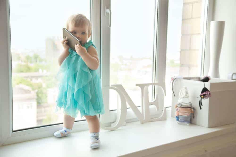 Vanaf welke leeftijd en wanneer gemiddelde leeftijd krijgt je kind zijn eerste telefoon? - Mamaliefde.nl
