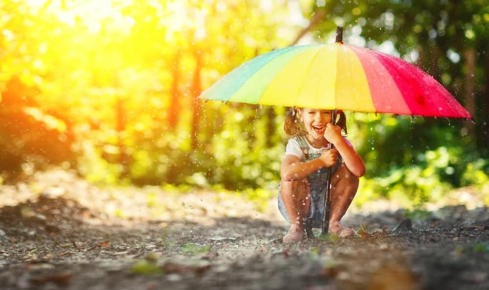 Activiteiten voor kinderen thuis; 250 tips wat te doen met spelletjes voor binnen en buiten - Mamaliefde.nl