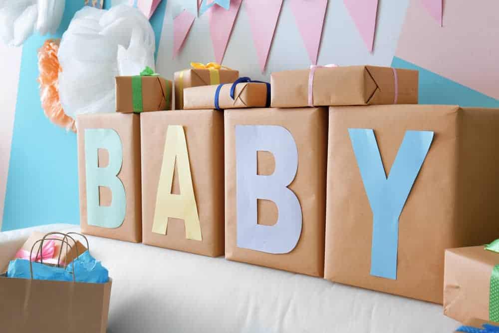 Babyshower cadeau ideeën; van gezamenlijk pakket en goedkope kadootjes voor moeder, vader en baby - Mamaliefde.nl