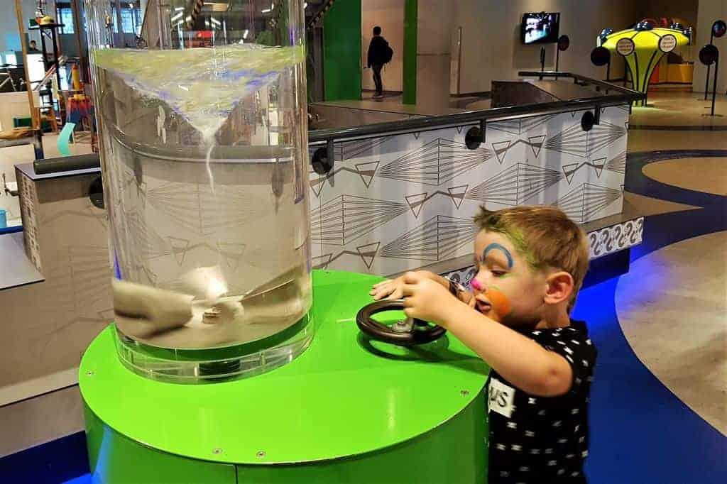 NEMO Science Museum in Amsterdam; vanaf welke leeftijd is dit leuk met kinderen? - Mamaliefde.nl