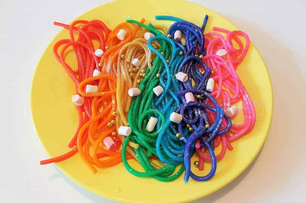 Recept: Rainbow Unicorn Pasta - Mamaliefde.nl