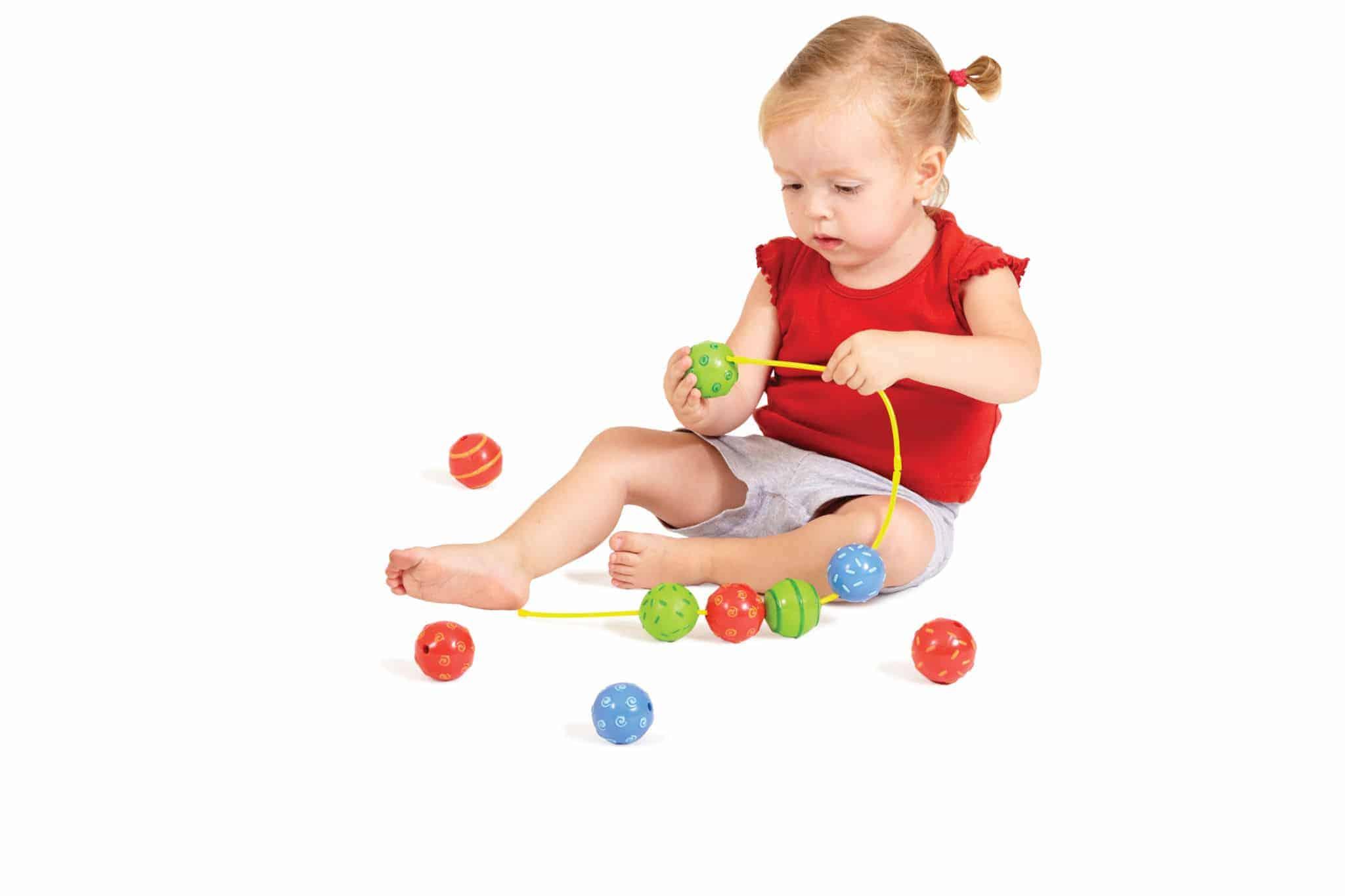 Spelenderwijs fijne motoriek stimuleren met baby beads- Mamaliefde.nl