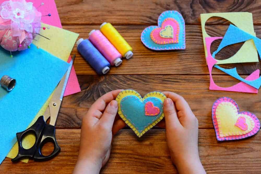 Valentijnsdag knutselen; ideeën en voorbeelden voor baby peuters