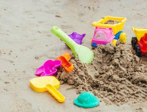 Zandbak met deksel, dak, bodem, plastic of hout voor kind of baby.