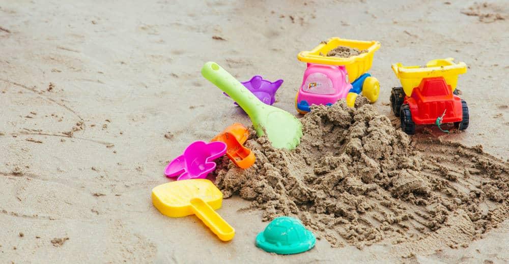 Zandbak met deksel, dak, bodem, plastic of hout voor kind of baby. Groot of klein schelp of schildpad wat is het beste? - Mamaliefde.nl