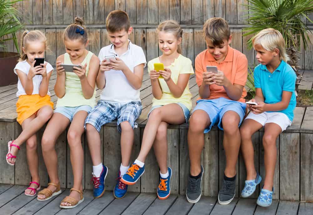 Zo voorkom ik dat mijn kind smartphone-verslaafd wordt, of om er weer vanaf te komen - Mamaliefde.nl