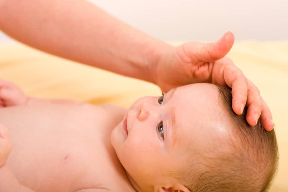 Fontanel van je baby; wanneer groeit hij dicht en wat als hij beweegt? - Mamaliefde.nl