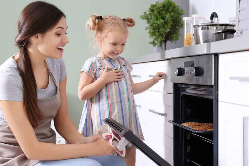 Koekjes bakken kind (ook peuters); 6 recepten ook zandkoekjes zonder ei en suiker - Mamaliefde.nl