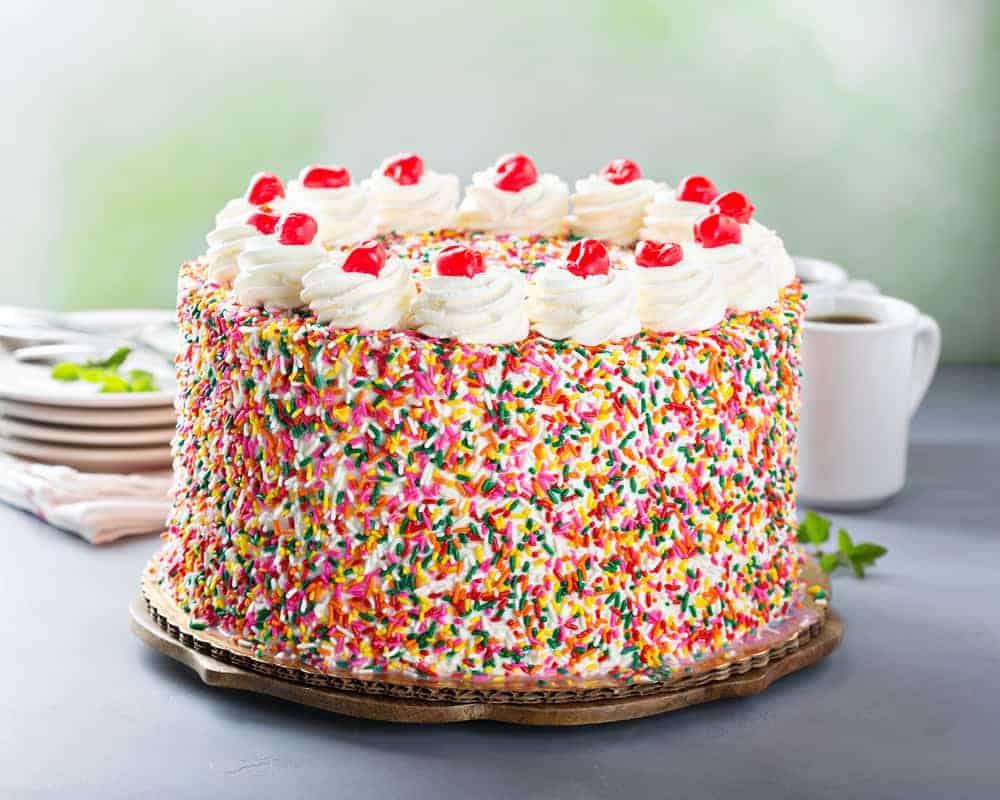 Verjaardagstaart maken kind; zelf makkelijke kindertaart versieren en recepten om te bakken voor verjaardag -Mamaliefde.nl
