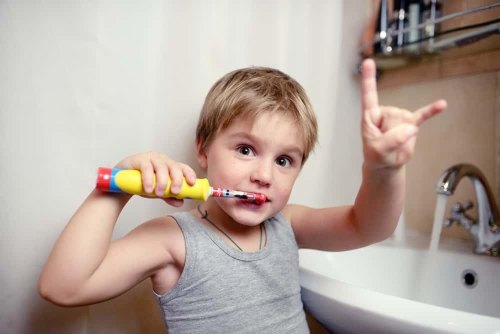 Tanden poetsen kind; hoe vaak en stappenplan - Mamaliefde.nl