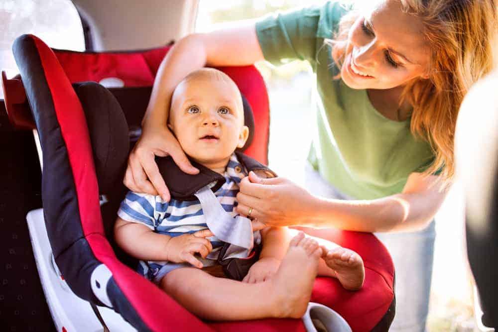 Nieuwe regels autostoeltjes; i-Size wetgeving voor veilig in de auto. Let op: Je kan boete krijgen als je kind zonder vervoerd in de auto! - Mamaliefde.nl