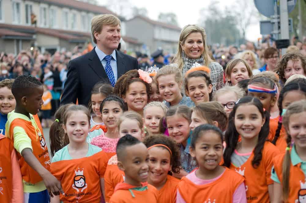 Koningsspelen 2021; Van lied, ontbijt en spelletjes tot datum, thema en feestpakket - Mamaliefde.nl