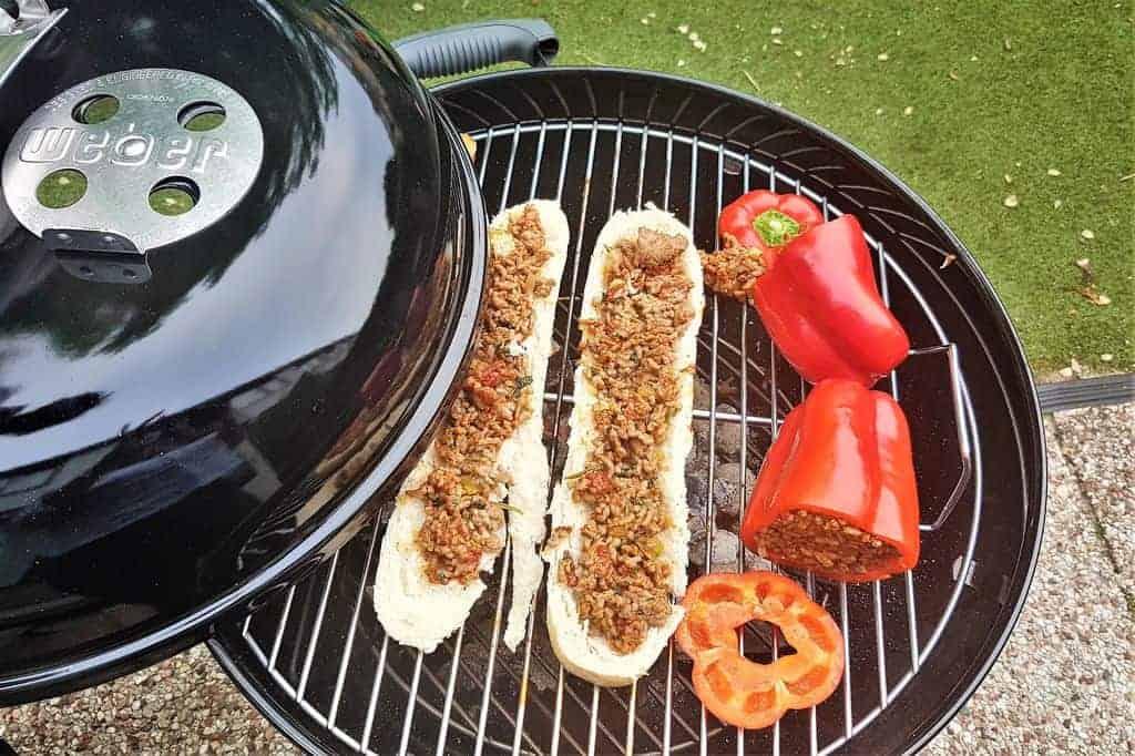Recept: Gevulde paprika's & gehaktbrood met kip-ananassalade voor op de BBQ - mamaliefde.nl