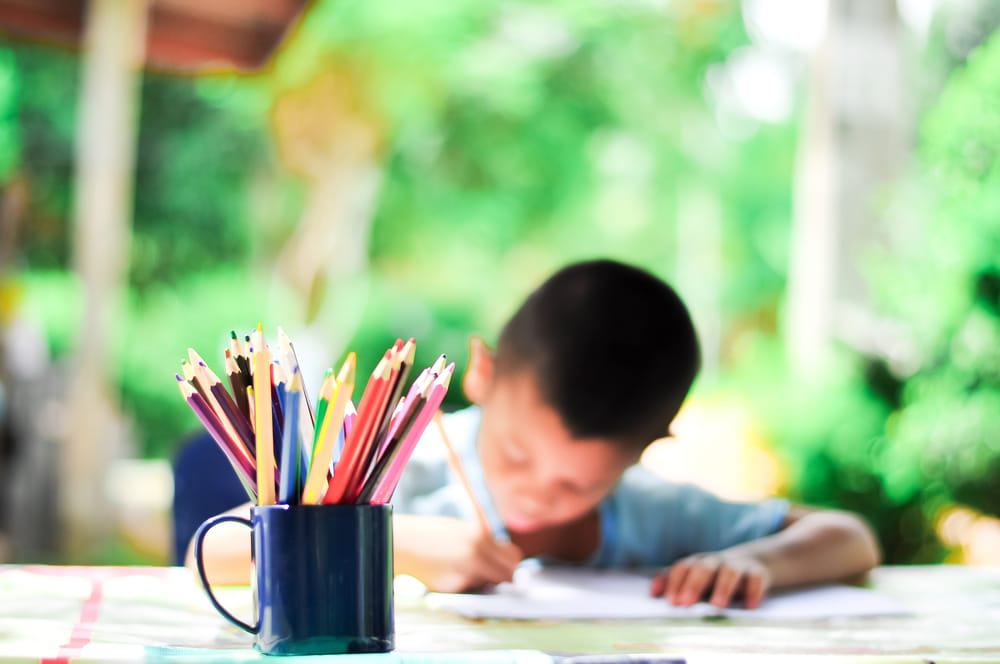 Kindertekenen en knutselwerkjes bewaren in opbergmap of plakboek - mamaliefde.nl