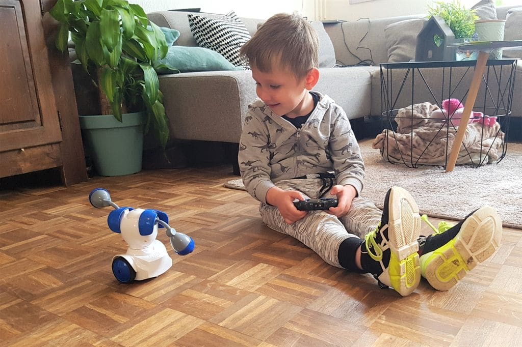Review; Robo Kombat op afstand bestuurbare battle robots van Silverlit - Mamaliefde.nl
