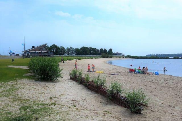 Stranden Nederland; de leukste en mooiste stranden met kinderen per provincie; Flevoland- Mamaliefde.nl