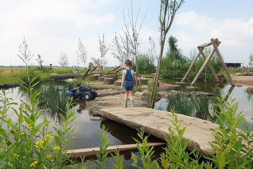 Oerrr Belevenisboerderij Schieveen; speelnatuur omgeving Rotterdam. Compleet met speelbos, polderpad, kinderboerderij en heerlijk terras met landwinkel. - Mamaliefde.nl