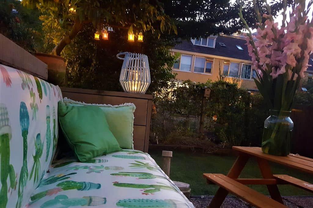 DIY: Houten tuinbank achtertuin bekleden - Mamaliefde.nl