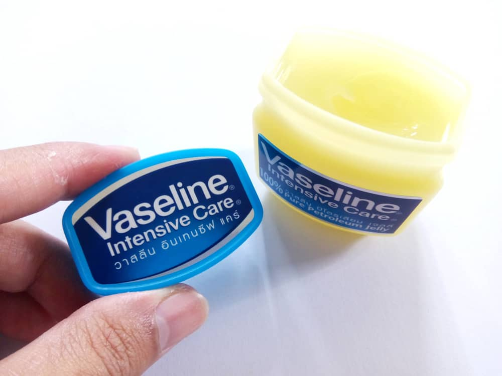 Vaseline; Waar is het goed voor / gebruiken? Van gezicht baby tot in je haar. Niet alleen in de winter voor een droge huid. - Mamaliefde.nl
