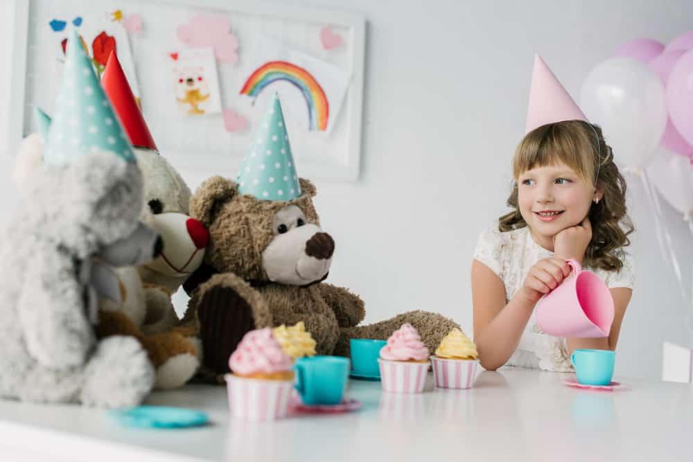 High tea recepten; ideeën voor kids om te maken met kind of organiseren kinderfeestje. Van hartige sandwiches, gezonde komkommer toastjes tot aan zoete cupcakes. - Mamaliefde.nl