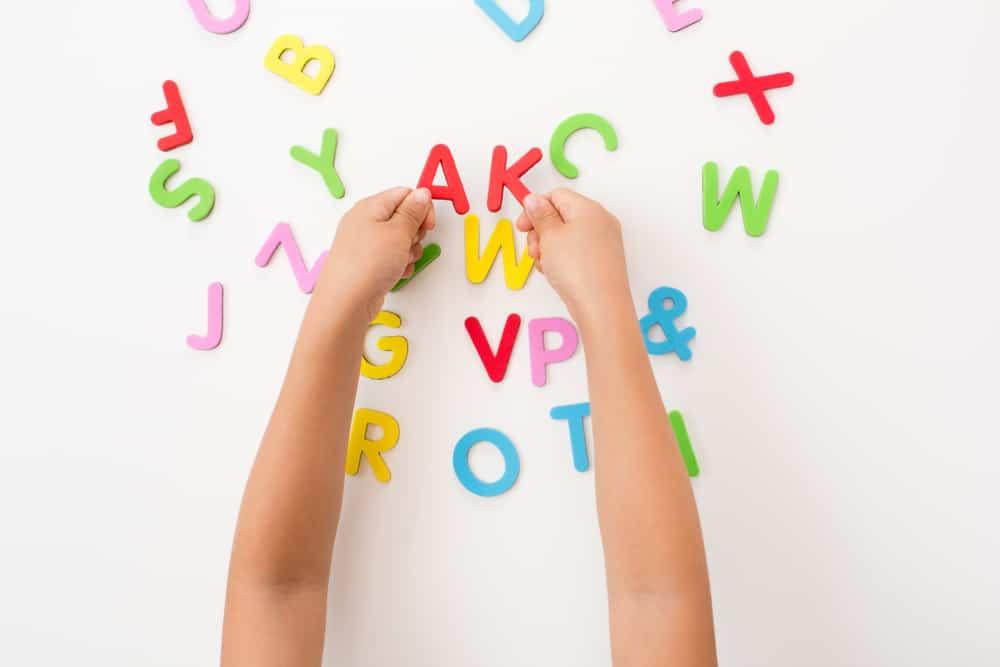 Fabulous Spelend letters leren; 15 tips en spelletjes voor kleuters om te @FQ32