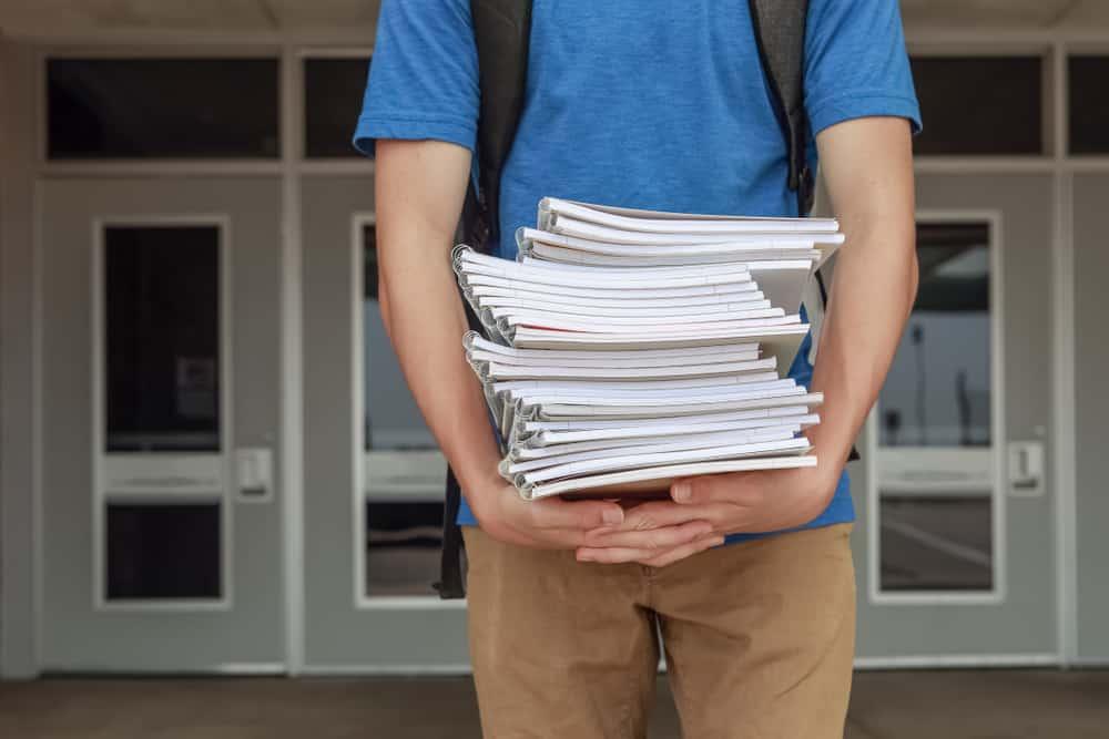 Tips voor overgang van groep 8 basisschool naar brugklas middelbare school. Hoe overleef ik de brugklas? - Mamaliefde.nl