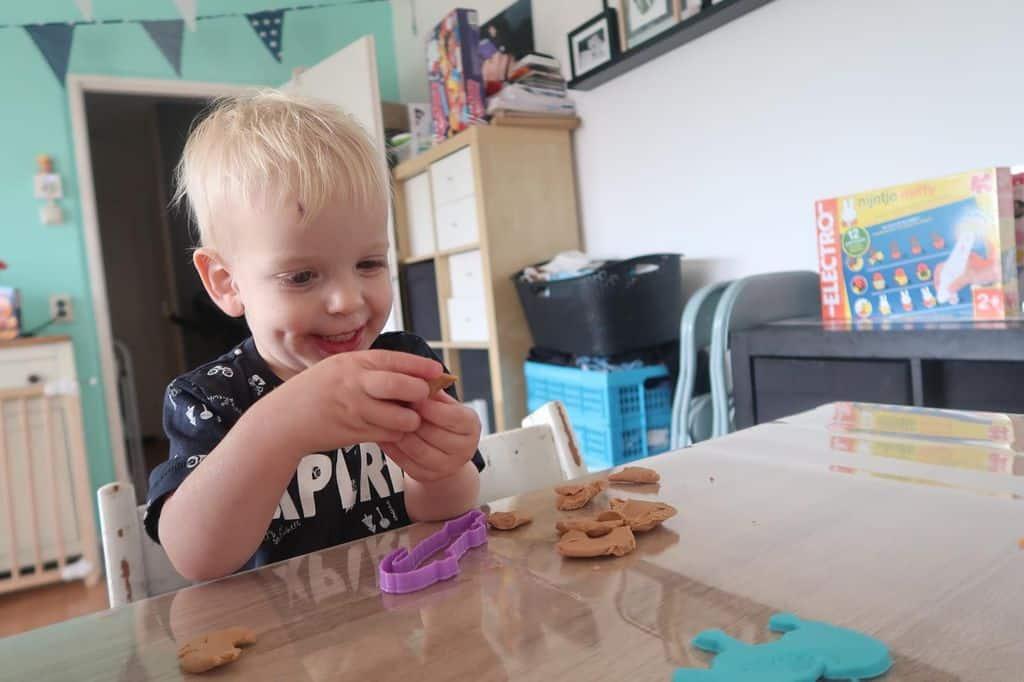 Waarom een tafelzeil ter bescherming onmisbaar is met jonge kinderen! - Mamaliefde.nl
