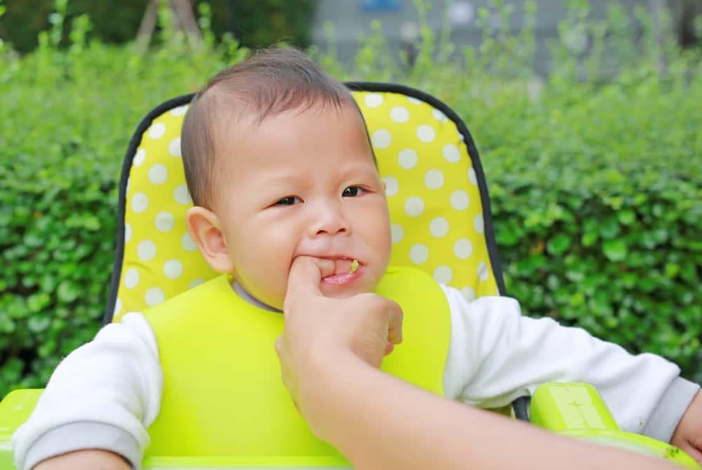 Verstikking kind; Wat te doen als baby verstikt in melk & wat zijn symptomen verslikken? Wat is het eerste wat je doet en welke ehbo kan je toepassen? - Mamaliefde.nl