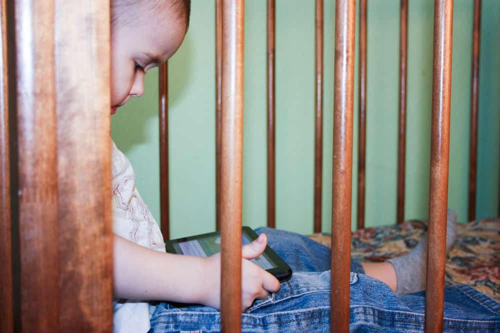 Onderzoek: schermtijd verleidelijker voor kinderen dan snoep - Mamaliefde.nl