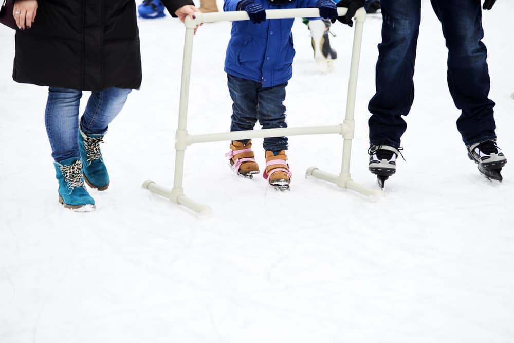 Schaatsen met kinderen; tips om te leren of welke schaatsen te kopen? - mamaliefde.nl