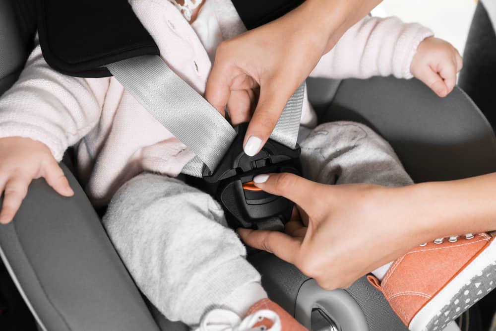 Maxi cosi, autostoel of zitverhoger; vanaf welke leeftijd baby / kind en regels veilig vervoer in de auto - Mamaliefde.nl