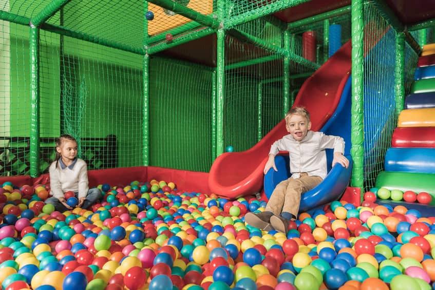 Binnenspeeltuin; de leukste en grootste indoor speeltuinen per provincie en grootste speelparadijs voor peuters, kleuters en kinderen per provincie - Mamaliefde.nl