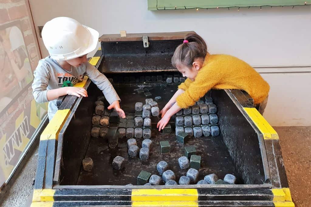 Kinderwerkplaats Den Haag; Leuk dagje uit met spelen & experimenteren & bouwen voor kinderen in centrum Den Haag. - Mamaliefde.nl
