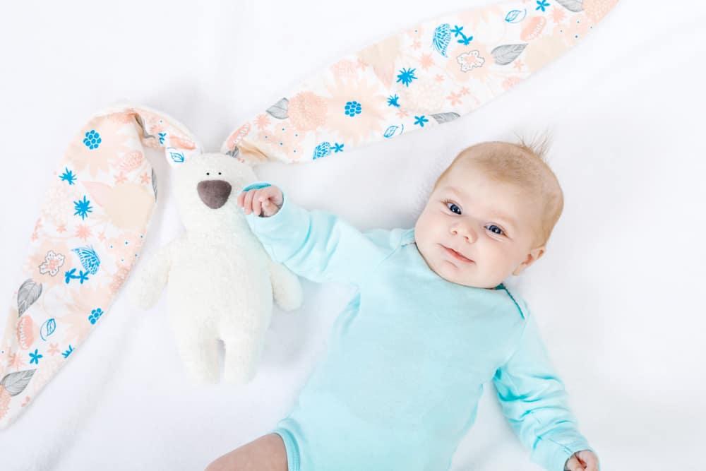 Baby 2 maanden; dagindeling en ritme, voedingsschema / slaapschema en ontwikkeling spelen en gewicht - Mamaliefde.nl