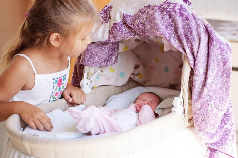 Wiegjes baby; soorten van hangend tot rond of van rotan -Mamaliefde.nl