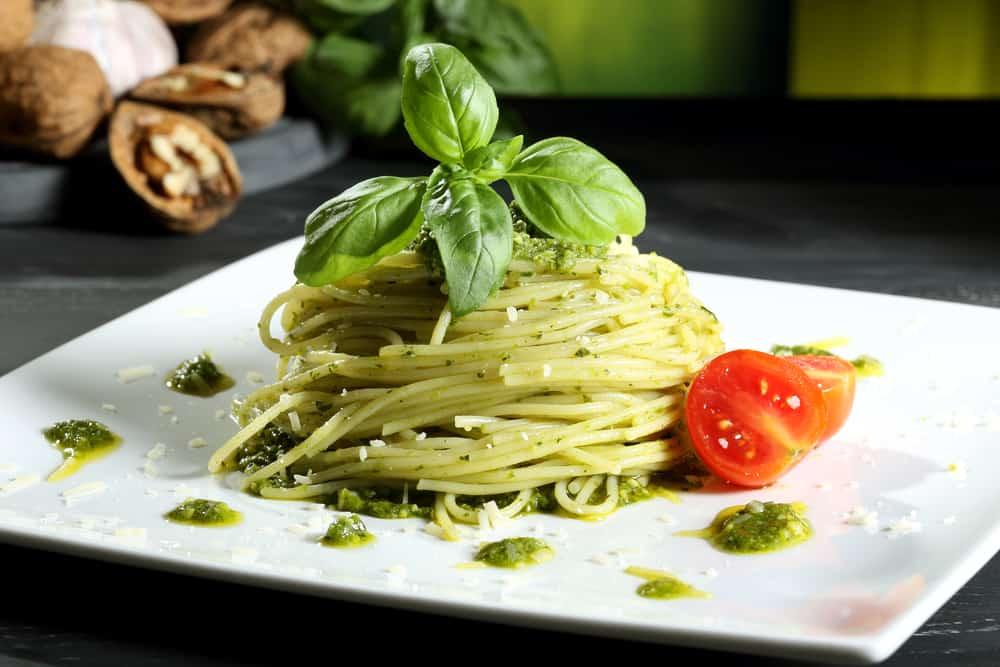 Pasta pesto recepten; Van vegetarisch tot broccoli, tomaat, zalm, spekjes, gehakt of als salade - Mamaliefde.nl