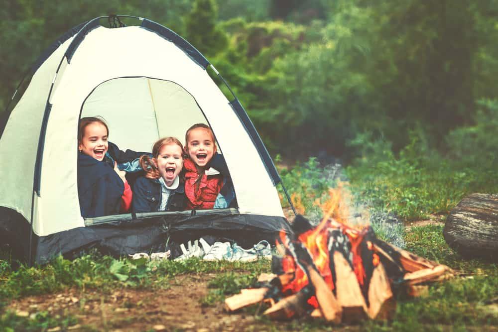 Eerste keer kamperen? Deze handige checklist uitzetlijst heeft alle benodigdheden voor je kampeeruitrusting - Mamaliefde.nl