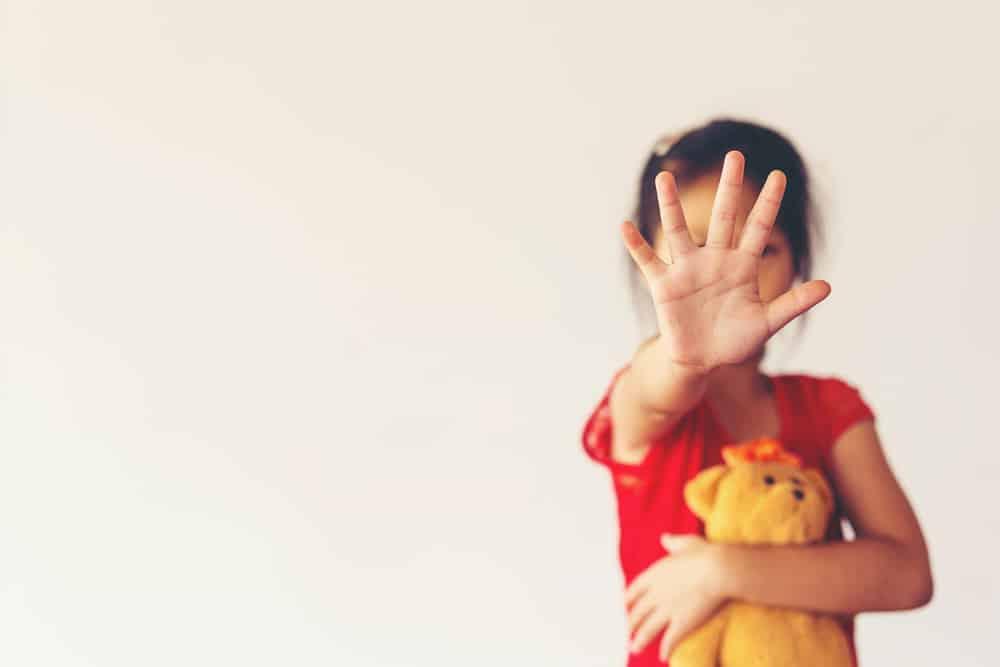 Stop Wat doe je bij een vermoeden van kindermishandeling? - Mamaliefde.nl