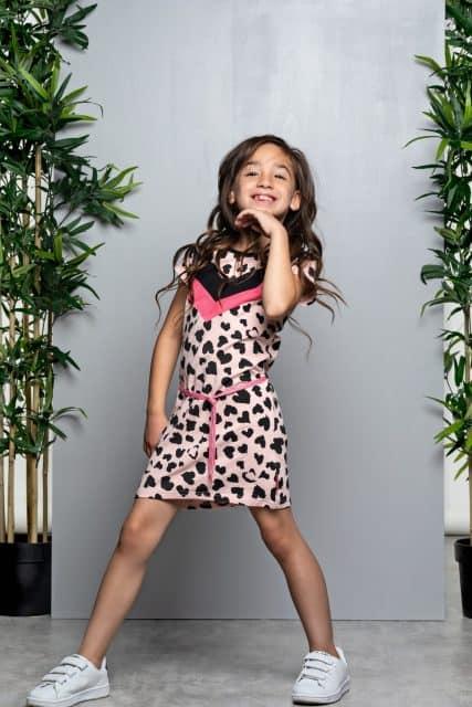 """f5c4406f5d1b9d Ook voor de meiden hebben ze een girly collectie, met een stoere touch!  Veel jurkjes en glitteraccenten in de prints, color blocks en een """"hartjes  ..."""