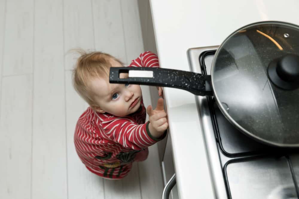 Meest voorkomende ongelukken en ongevallen in huis met kinderen en tips wat te doen / hoe te handelen - Mamaliefde.nl