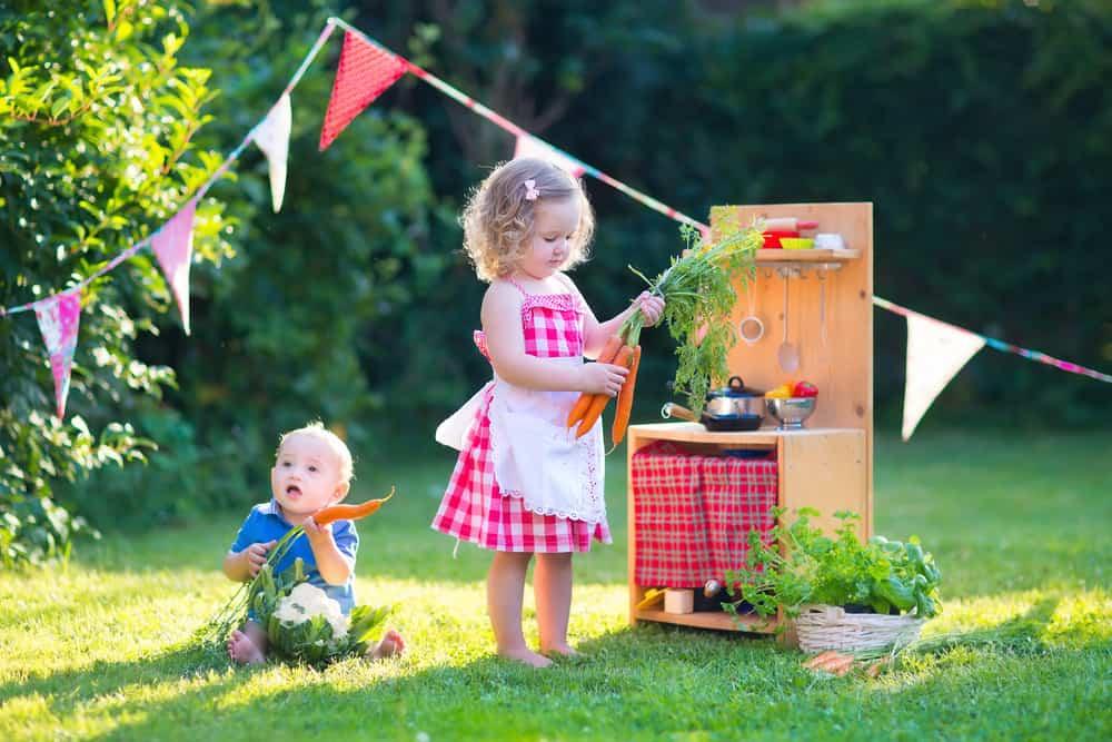 Modderkeuken; voorbeelden en inspiratie om diy zelf te maken of kopen en geschikt speelgoed - Mamaliefde.nl