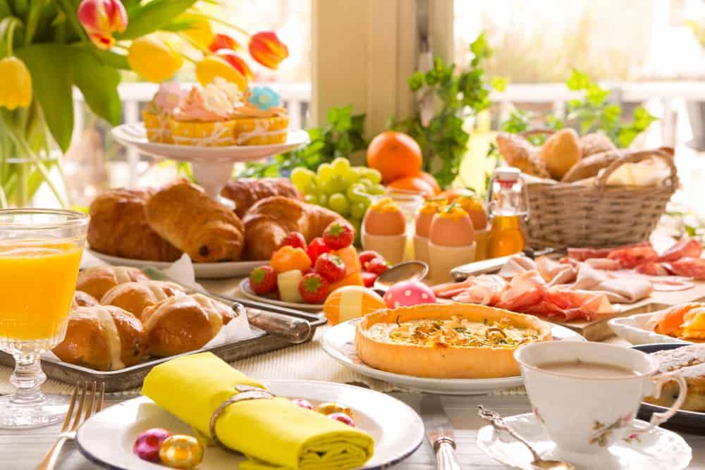 Paasbrunch met kinderen 2020; Buitenshuis in een kindvriendelijk restaurant ontbijten en lunchen met hele gezin of familie. In een restaurant, kasteel, boerderij of speelparadijs. Overzicht per provincie - Mamaliefde.nl