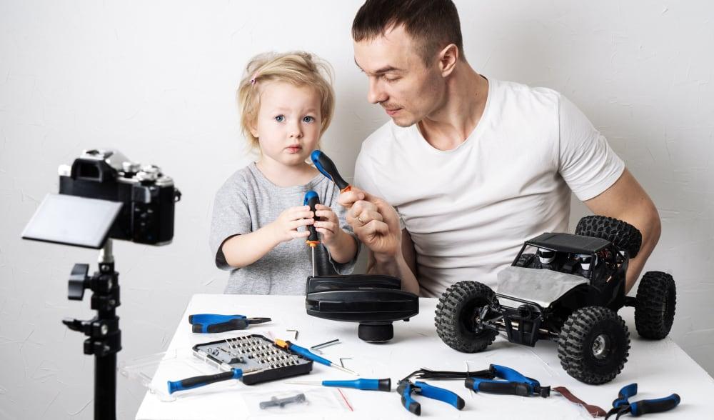 Overzicht van de leukste Nederlandse papablogs; instagrammers en YouTube door vaders. - Mamaliefde.nl