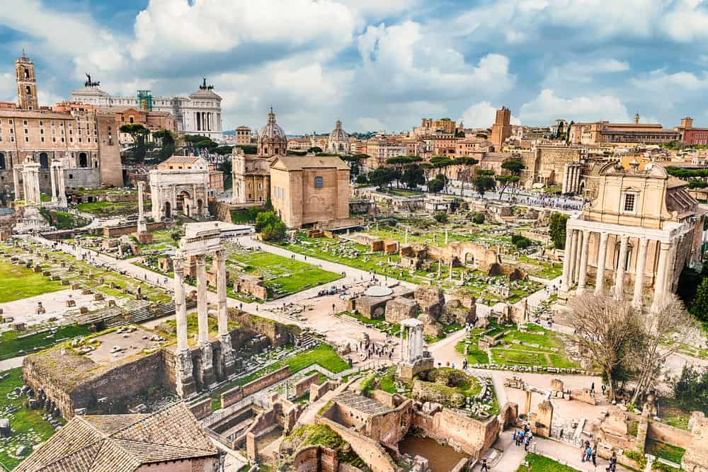 Forum Romanum; Tempels en bezienswaardigheden van de Romeinen in het oude RomeBezienswaardigheden; Palatijn, Curia Julia, Capitool, Boog van Titus, Tempel van Vesta en meer! - Mamaliefde.nl