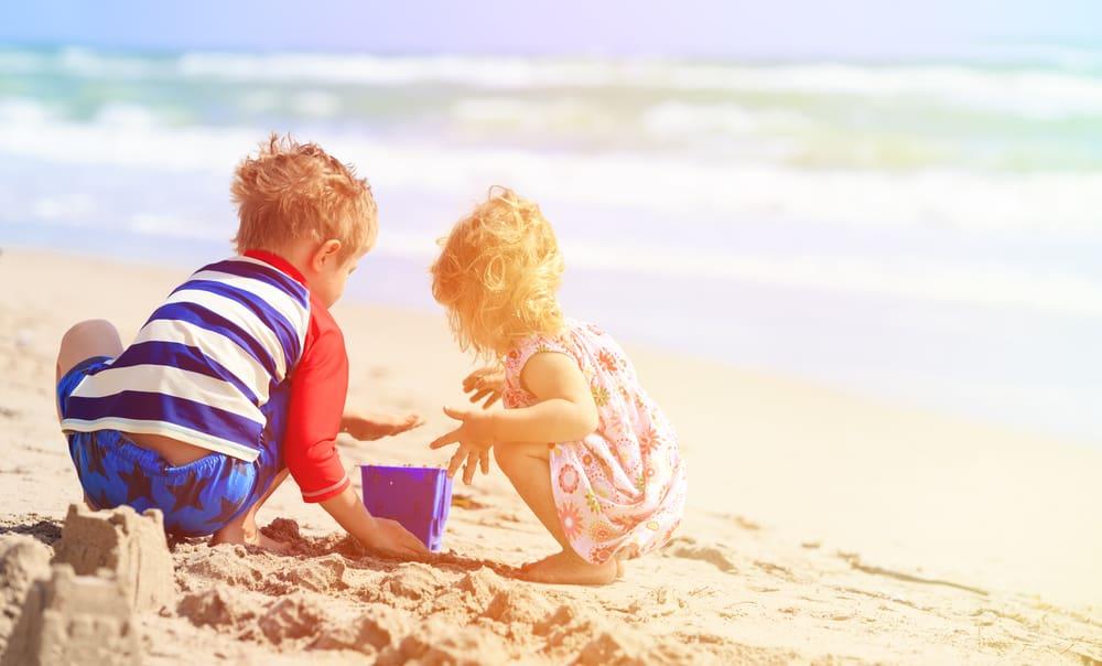 Spelen op het strand; spelletjes & activiteiten & speelgoed - Mamaliefde.nl