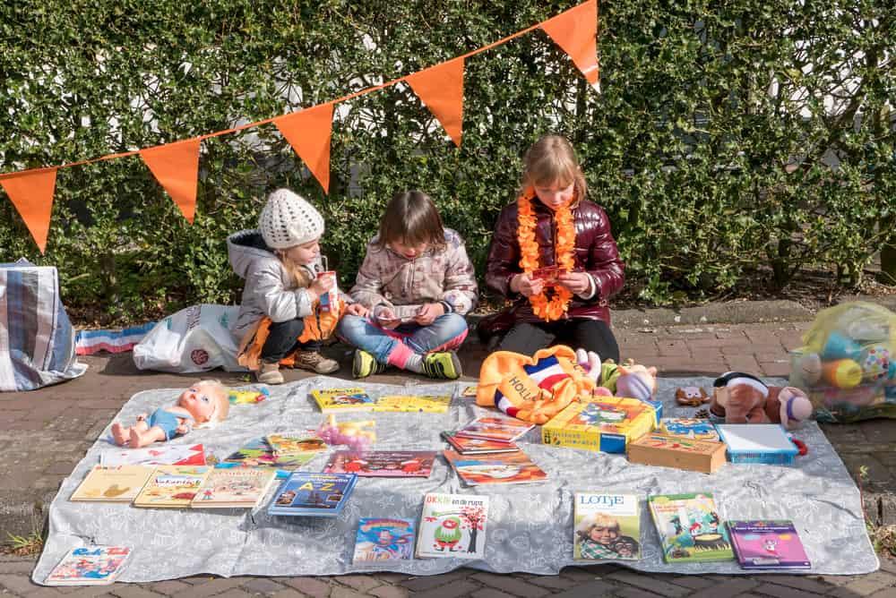 Wat te doen op Koningsdag? Tips voor de leukste rommelmarkten en vrijmarkten in Nederland, ook met spelletjes voor kinderen - Mamaliefde.nl