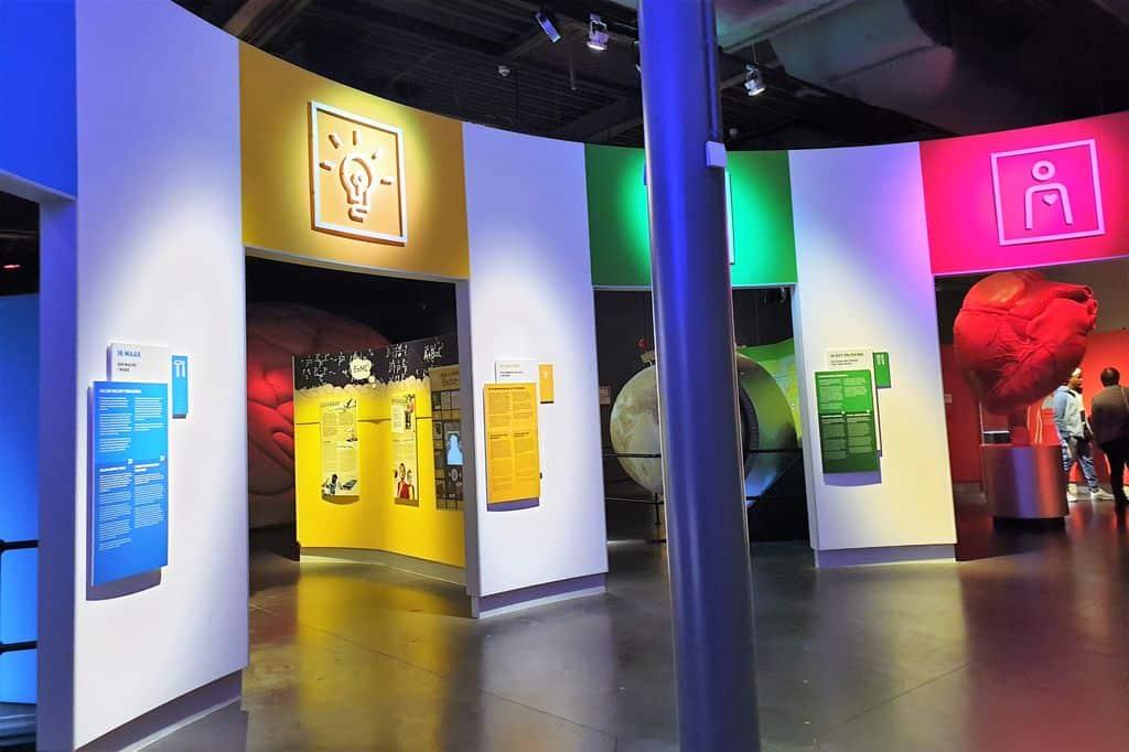 Continium Discovery Museum Kerkrade Limburg met kinderen; met onder andere de tijdelijke CSI Continium en World of Bricks tentoonstelling. Plus advies vanaf welke leeftijd? - Mamaliefde.nl
