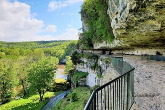Roque Saint Christophe, De grotten van Lascaux bezoeken en andere prehistorische bezienswaardigheden in de Dordogne - Mamaliefde.nl