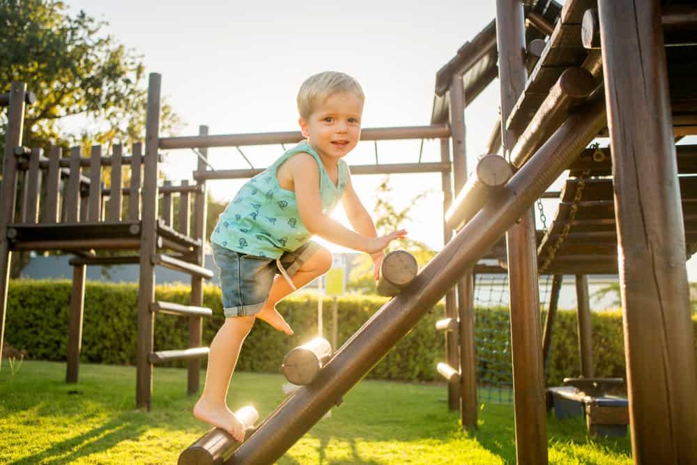 Ontwikkeling & stimuleren grove motoriek met speelgoed en spelletjes - Mamaliefde.nl
