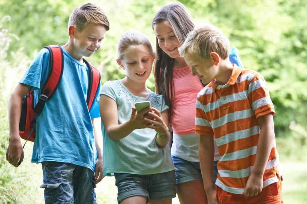 Speurtocht maken; opdrachten en vragen van whatsapp voor kinderfeestje tot voorbeelden familie speurtocht met volwassenen - Mamaliefde.nl